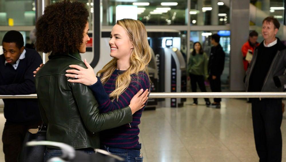 La escena más romántica protagonizada por Nathalie Emmanuel y Rebecca Rittenhouse