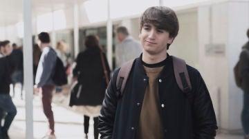Lucas, interpretado por Óscar Ortuño