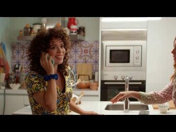 Amelia recibe una importante llamada