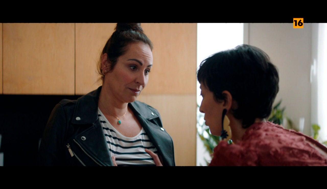 Rebeca, fascinada con las tetas de Ana Milán