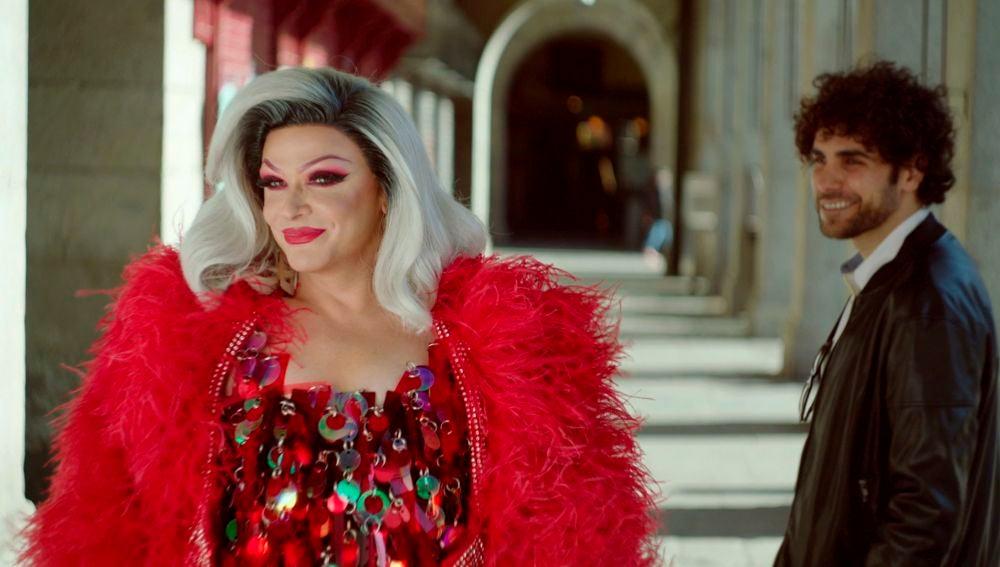 """Supremme de Luxe, presentadora de 'Drag Race España': """"Todos nacimos desnudos, el resto es drag"""""""