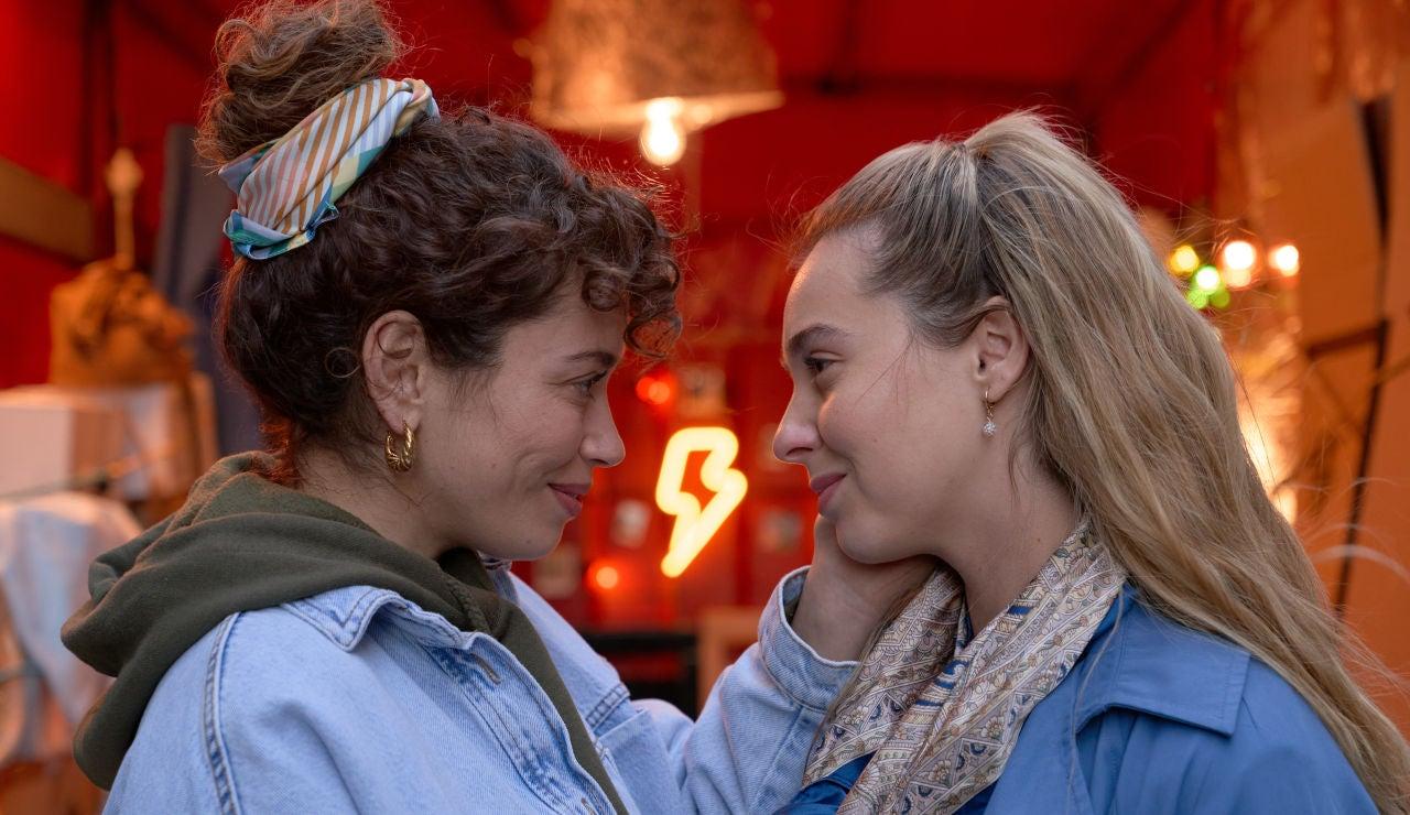 Amelia sorprende a Luisita redecorando el camión de mudanzas