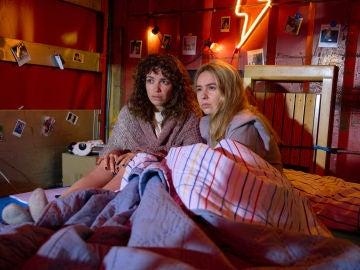 Amelia y Luisita son sorprendidas por la visita de Fran