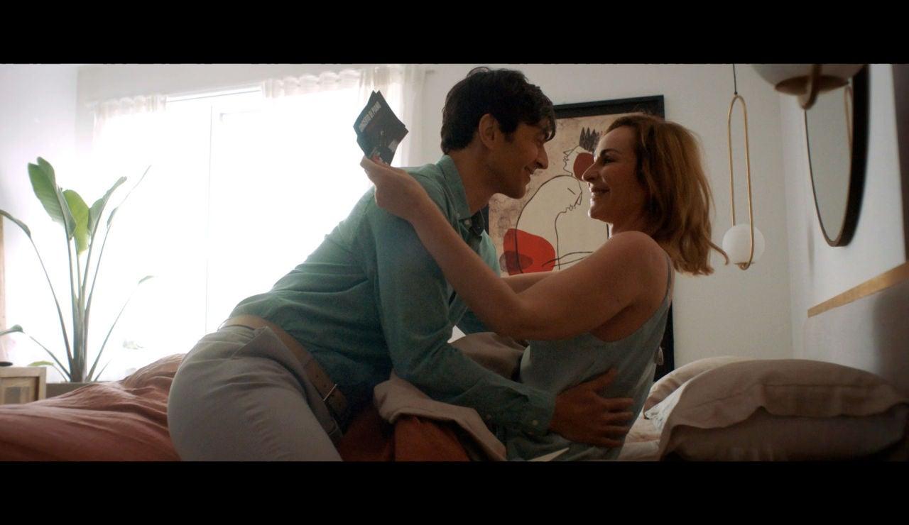 Despertares como los de Ana Milán... ¡sí!: Manu la sorprende con un regalo romántico