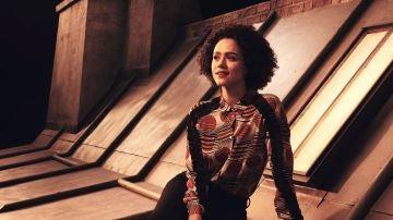 Nathalie Emmanuel es Maya en 'Cuatro bodas y un funeral'