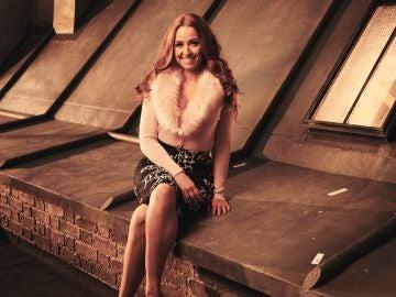 Sophia La Porta es Zara en 'Cuatro bodas y un funeral'