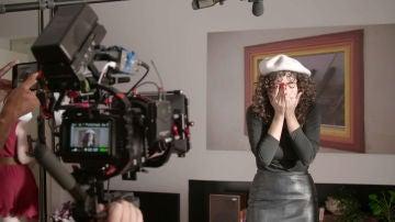 Tras las cámaras de la divertida improesía de Amelia Ledesma