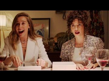 Luisita y Amelia, sorprendidas en su cena de amigas