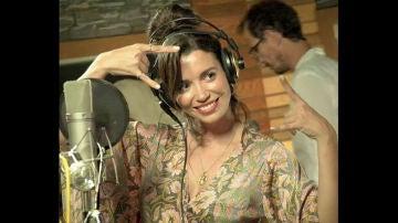 """Nos colamos en el estudio de grabación con Carol Rovira: """"Es la primera vez que grabo temas propios y estoy muy ilusionada"""""""