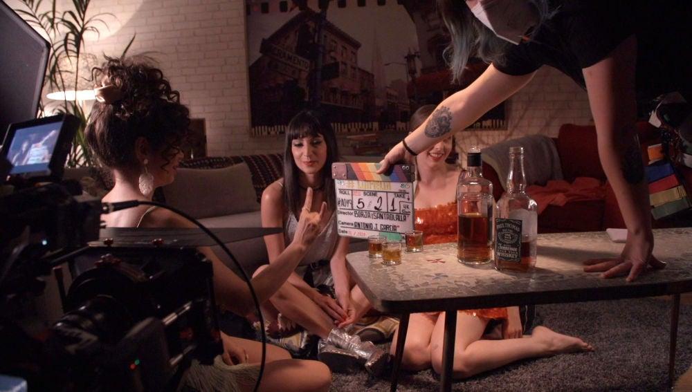 Chupitos, risas y rock and roll: el making del cuarto capítulo de  #Luimelia Tres