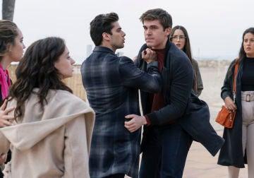 "Alba increpa a Bruno, Rubén y Jacobo: ""¿Me vais a coger y me vais a violar otra vez?"""