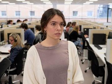 Laia estaría deseando dejar su trabajo en el call center