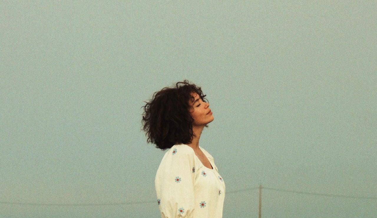 "Carol Rovira estrena su cuarto single, ""Verde Amarillo Azul"""